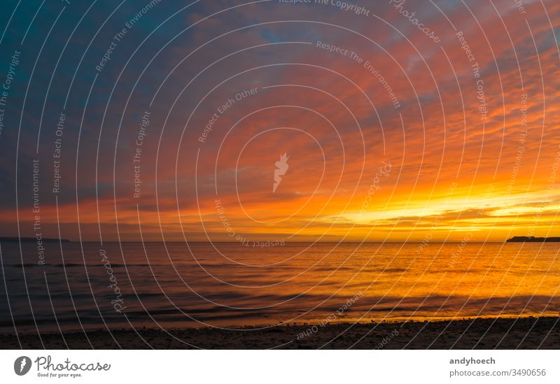 Dramatischer Himmel am Morgen Hintergrund Hintergründe baltisch Bucht Strand schön blau Cloud Wolkenlandschaft Küste Küstenlinie Kopie gekrümmt dramatisch leer