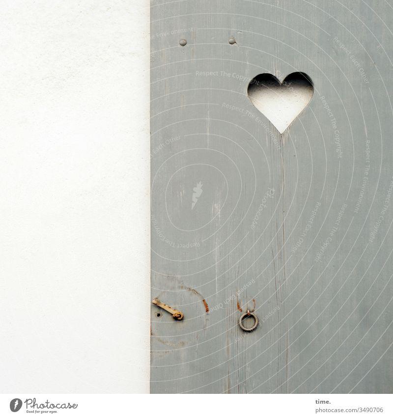 Entrees (25) herz tür klotür haken öse holz wand toilette abort grau weiß tradition lüftung Lüftungsschlitz