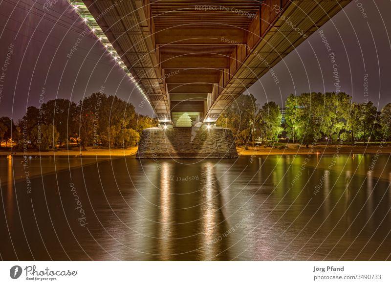 Unter der Kölner Zoobrücke HDR Nacht unten am fluss Rhein Deutschland Eur Europa Ufer Bäume Licht beleuchtete quader rheinufer Long exposure Langzeitbelichtung