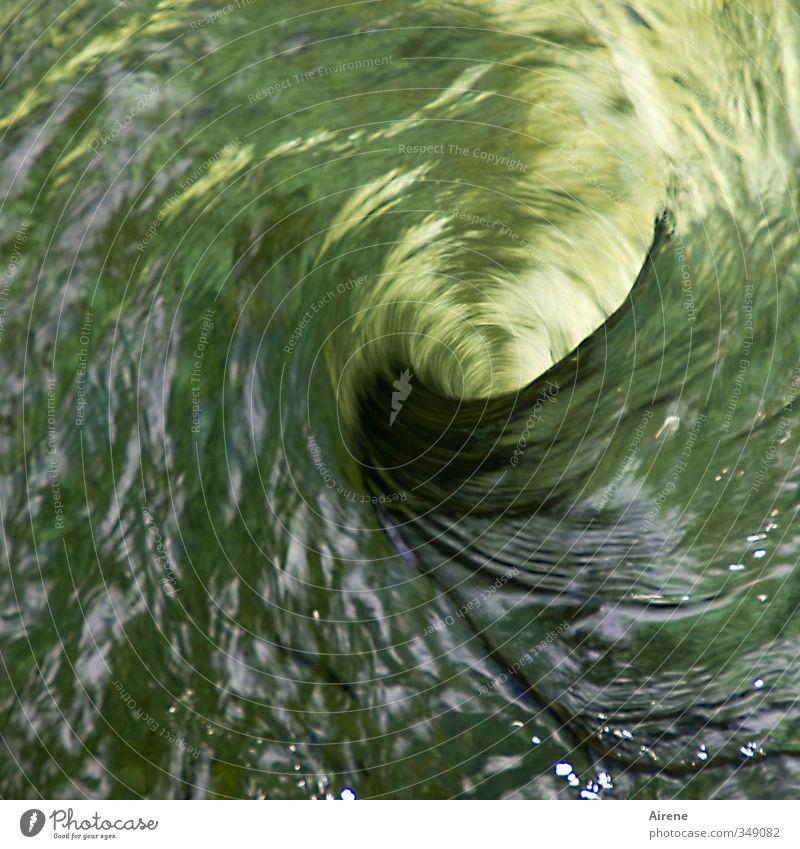 So ein Wirbel! Natur Urelemente Wasser Bach Fluss Wasserwirbel Verwirbelung Sog Kreis Wasserkraft Spirale drehen Flüssigkeit Geschwindigkeit gold grün Kraft
