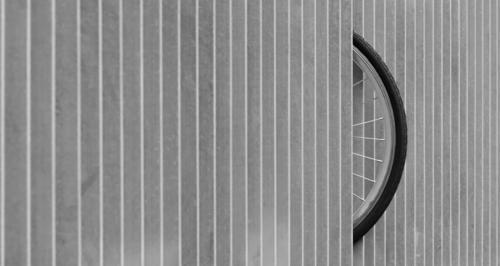 So parkt der moderne Radfahrer sein Fahrrad abstrakt aktiv Architektur Kunst Hintergrund Fahrradständer Radfahren schwarz Großstadt übersichtlich Konstruktion