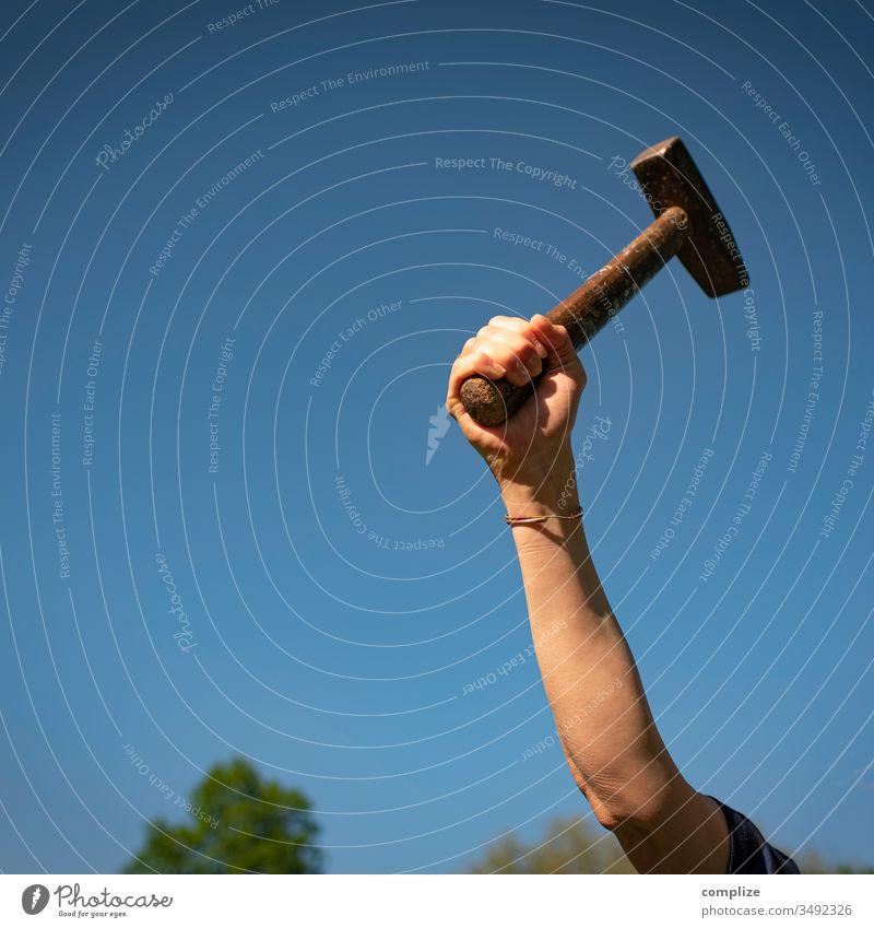 Handwerker - Schlagkraft Hammer hammer und sichel objekt der begierde heimwerken handwerkskunst bau bauen Holzhammer Kraft Bauhaus Baustelle Kreativität Kreis