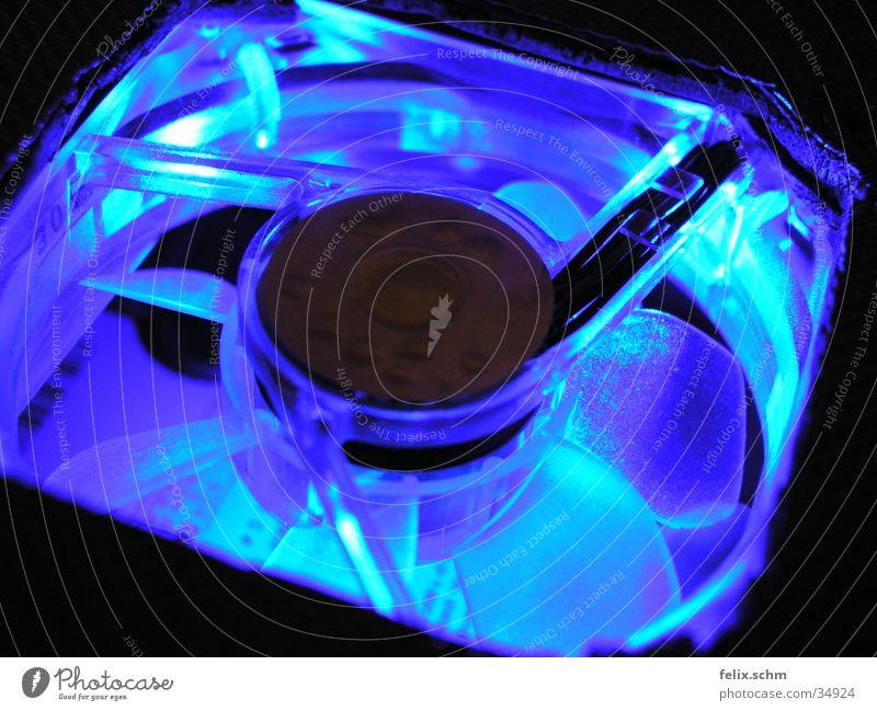 Cool Blue blau kalt Beleuchtung Lampe Luft leuchten modern Technik & Technologie Computer Industrie Coolness Kunststoff Medien Wissenschaften glühen Labor