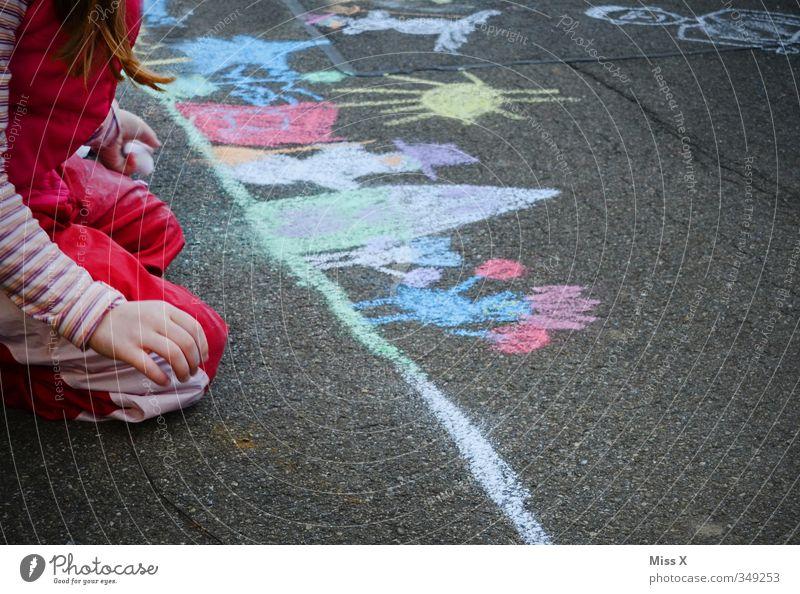 Bunt Freizeit & Hobby Spielen Kinderspiel Mensch Mädchen 1 3-8 Jahre Kindheit 8-13 Jahre Kunst Künstler Maler Kunstwerk Gemälde Straße Wege & Pfade zeichnen