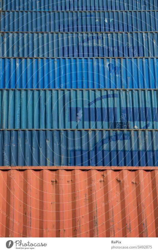 Gestapelte Container im Hafen von Hamburg. Technik Lasche Logistik Transportgewerbe Spedition Seefracht China Stahl eisen Eisenbahn railway Gewicht Hebel Riegel