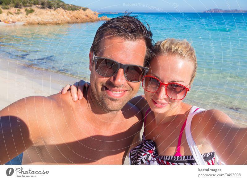 Sommerferien-Selfie. Paar Feiertag Urlaub Lächeln türkis Frau Strand Sand MEER Mädchen Person Selbstportrait Schönheit tropisch reisen Freizeit sexy attraktiv