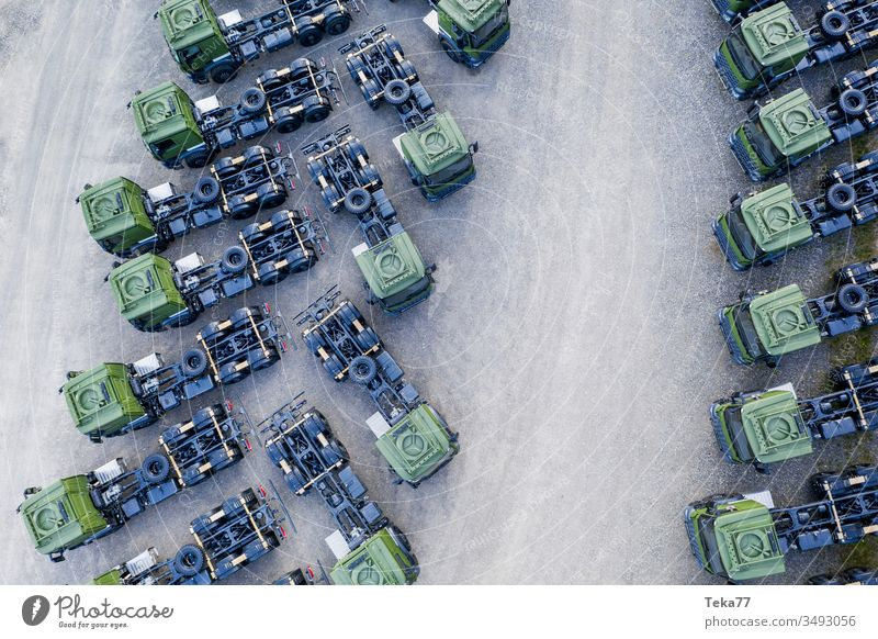 grüne Lkw-Kabinen von oben Lastwagen Lastwagen von oben Lkw-Kabine von oben grüner Lkw moderner Lastwagen Lkw-Transport moderner Transport Straßentransport