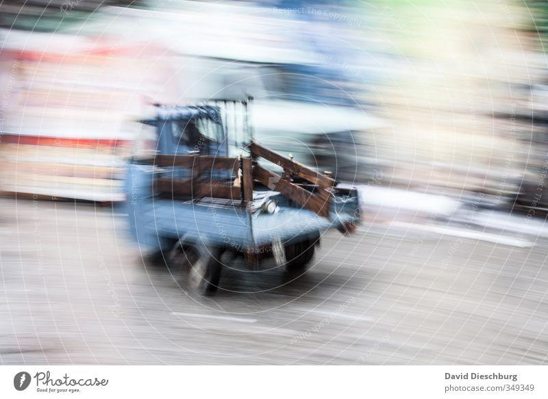 Kleiner Flitzer Ferien & Urlaub & Reisen blau weiß schwarz grau PKW braun Verkehr Tourismus Geschwindigkeit fahren Güterverkehr & Logistik Verkehrswege Lastwagen Fahrzeug Stadtzentrum
