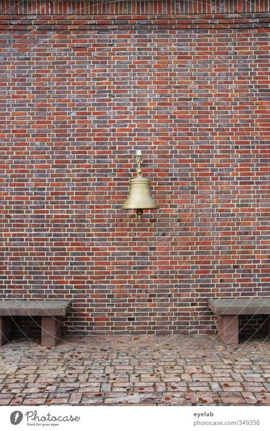 Labimmellabammellabumm alt Haus kalt Wand Mauer Architektur Gebäude Stein Metall Fassade Hochhaus trist Gold Dekoration & Verzierung Kirche Bank