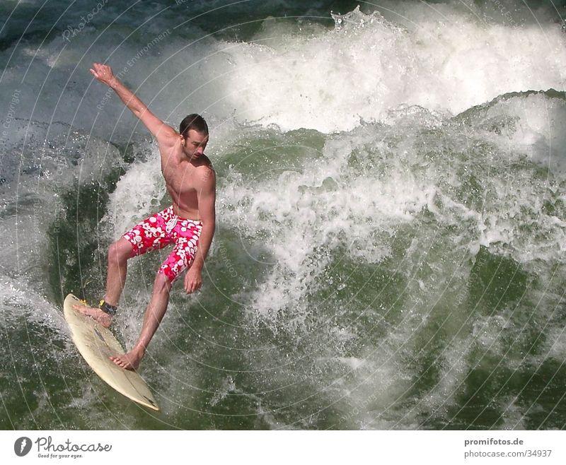 Wellenreiter-Gott Surfer Gischt Surfbrett Sport Wasser