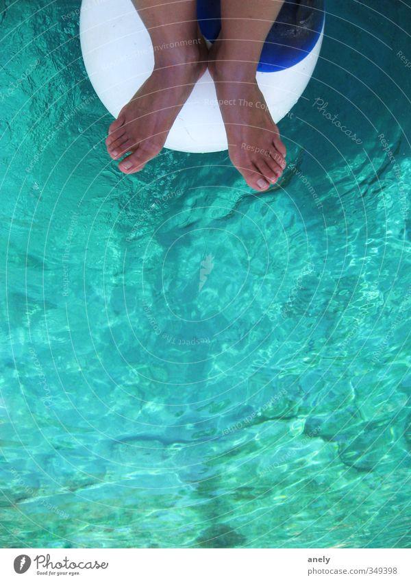 Klar Fuß 1 Mensch Wasser Sommer Fender Schwimmen & Baden Ferien & Urlaub & Reisen blau braun türkis Gelassenheit Erholung Segeln Sonnenbad Zehen deutlich Meer