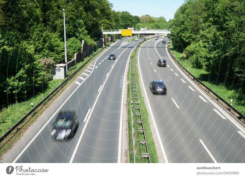Messeschnellweg Hannover messeschnellweg Schnellstraße Autobahn vierspurig Straßenverkehr Verkehr auto fahren Autofahren Geschwindigkeit kraftfahrstraße