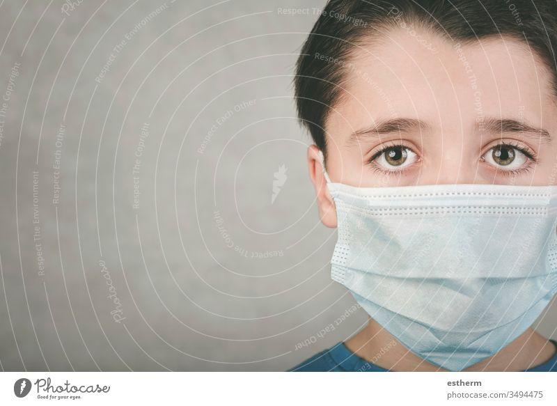 Coronavirus, Nahaufnahme eines Kindes mit medizinischer Maske Virus Seuche Pandemie Quarantäne covid-19 Symptom Medizin Gesundheit Mundschutz Kindheit positiv