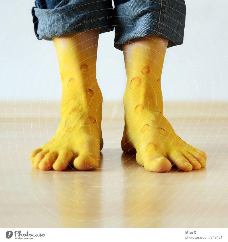Käsefüße Mensch gelb lustig Beine Gesundheit Fuß dreckig laufen Tierfuß verrückt Sauberkeit Symbole & Metaphern Krankheit Körperpflege Duft bizarr