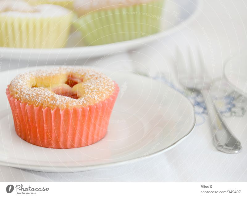 Muffin klein Feste & Feiern Lebensmittel Geburtstag Ernährung süß Hochzeit lecker Frühstück Geschirr Kuchen Backwaren Dessert Teigwaren Kirsche Besteck