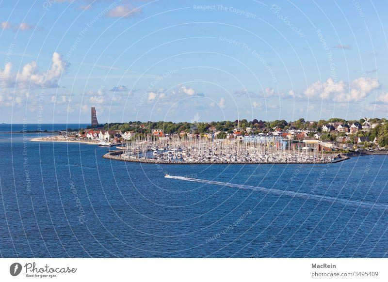 Yachthafen von Laboe laboe yachthafen boote segelschiffe kieler förde bucht u-boot-ehrendenkmal schleswig-holstein schifffahrt meer ostsee wasser himmel blau