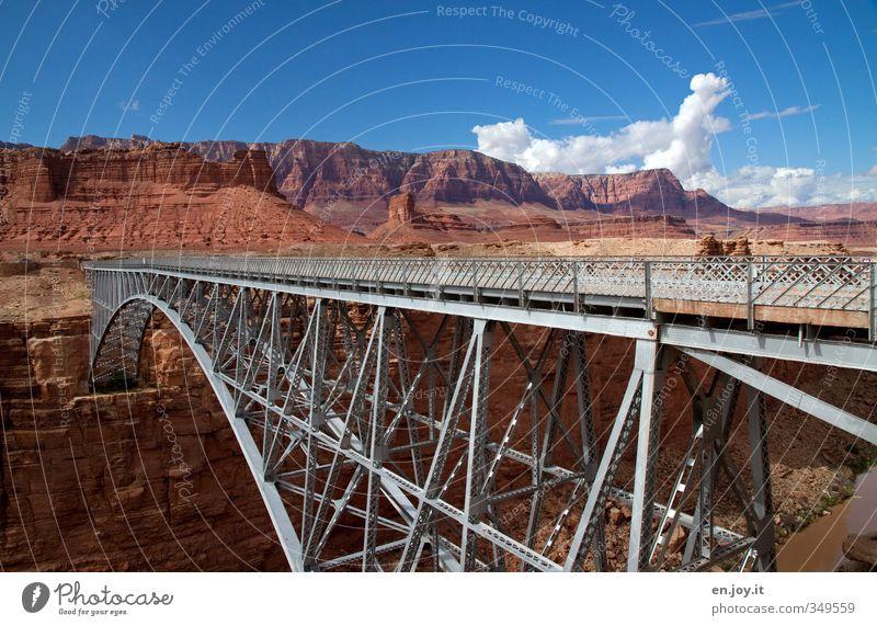Brückenschlag Himmel Natur Ferien & Urlaub & Reisen blau Landschaft Wolken Umwelt Wege & Pfade braun Felsen Tourismus hoch Brücke Abenteuer Hoffnung Fluss