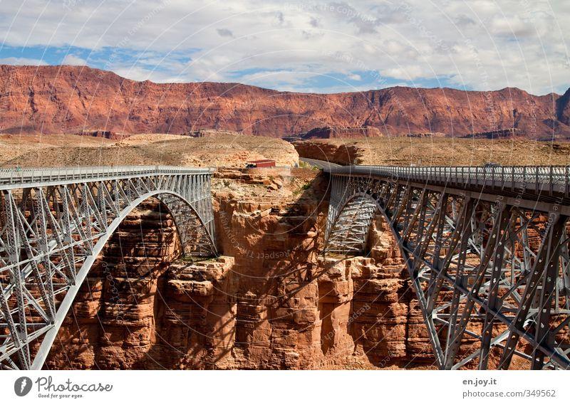 jung und alt Natur Ferien & Urlaub & Reisen Landschaft Wolken Straße Architektur Wege & Pfade außergewöhnlich braun Felsen Tourismus hoch Brücke Abenteuer