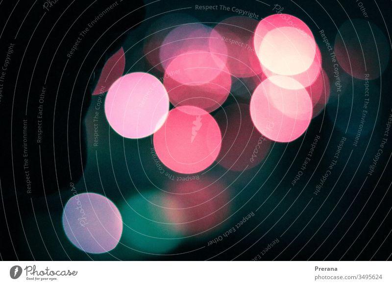 Ein Bokeh-Bild der Weihnachtsbeleuchtung mit blau-rosa und blaugrünen Farben Bokeh Lichter Bokeh Hintergrund Himmel Weihnachtsdekoration Knolle Tapete