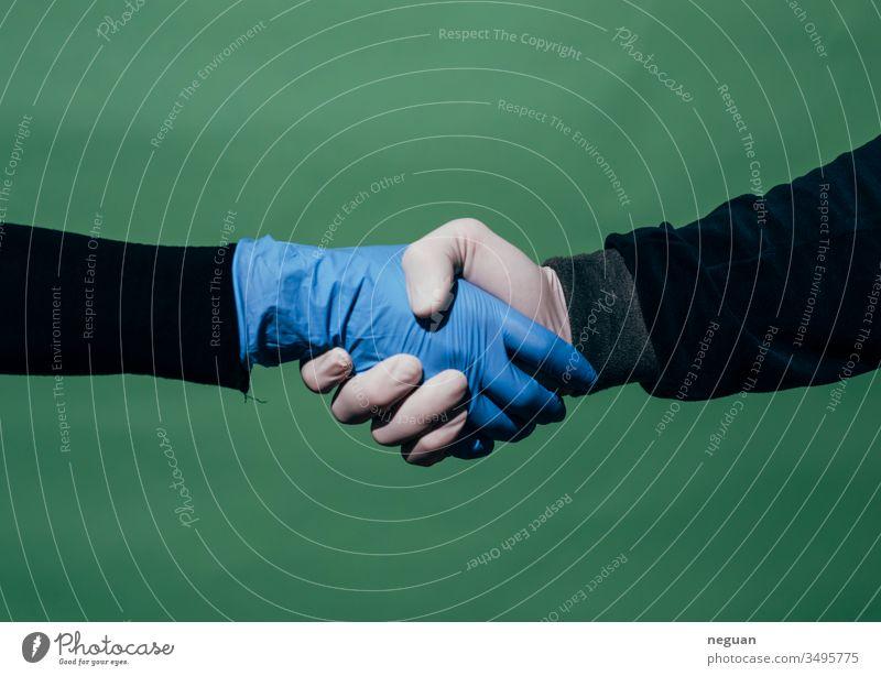 Geschützter Händedruck händeschütteln Abmachung Handschuhe Latexhandschuhe coronavirus Schutz Coronaschutz pandemie Coronavirus SARS-CoV-2 covid-19 COVID