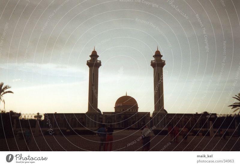 Mausoleum am Abend Turm Islam Gotteshäuser Grabmal Tunesien