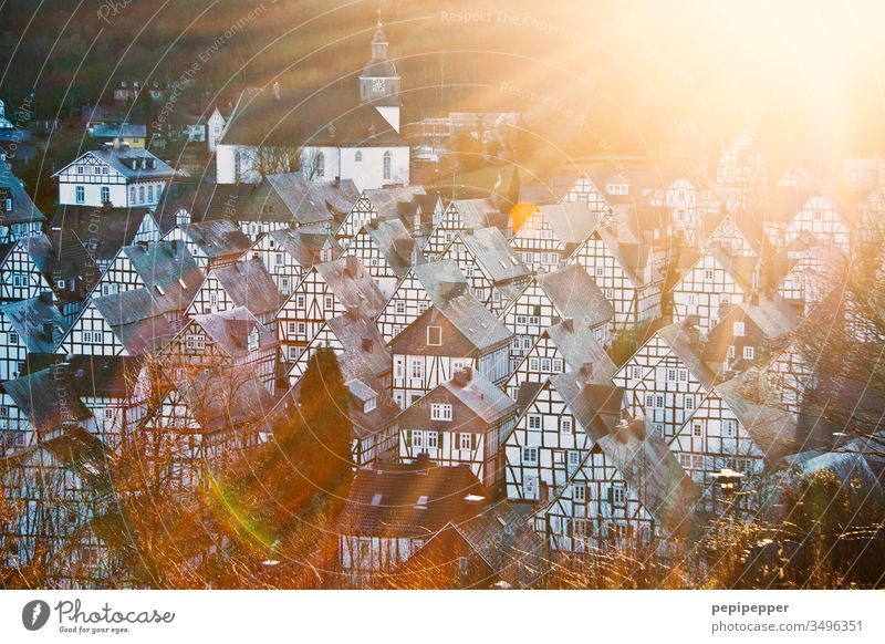 Freudenberg, mit vielen schönen Fachwerkhäusern, im Sonnenuntergang Außenaufnahme Menschenleer Architektur Bauwerk Fassade Gebäude Sehenswürdigkeit