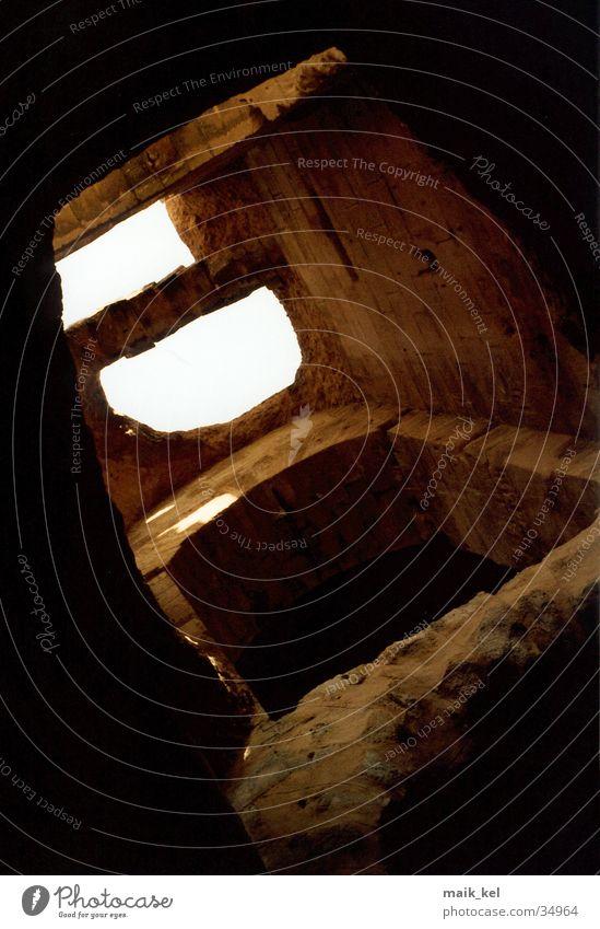 Alte römische Arena Rom Architektur Ruine Keller Bogen Lichteinfall Sandstein Kellergewölbe Tunesien Kolosseum