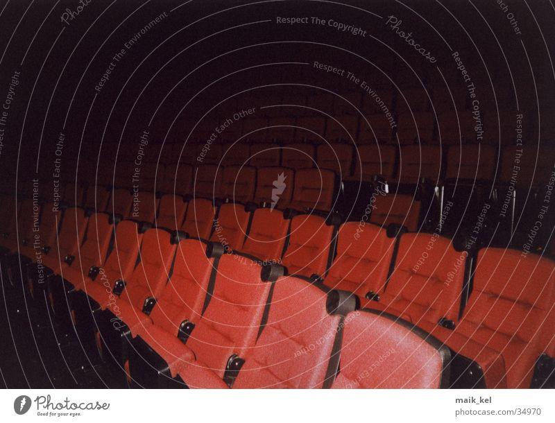 Im Kino dunkel Sitzreihe Kinosaal Hörsaal Freizeit & Hobby Sitzgelegenheit Cinema