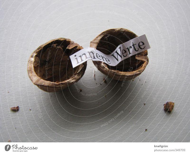innere Werte Gefühle grau braun Lebensmittel Schilder & Markierungen Schriftzeichen Kommunizieren Ernährung kaputt rund Kreativität Erwartung Nuss hohl Walnuss