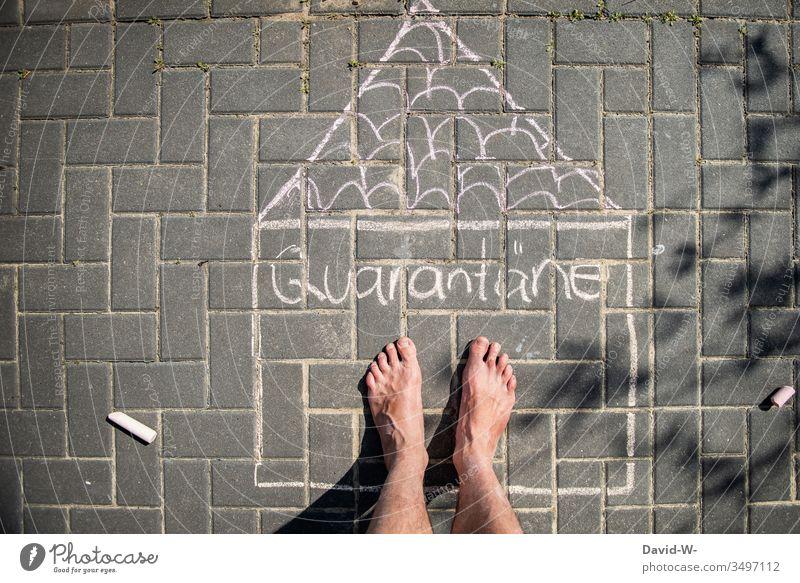 Corona - Quarantäne Mann Füße zu Hause bleiben Zeichnung Quarantänezeit Homeoffice coronavirus Corona-Virus Schutz Sicherheit vorbeugen Kreativität stay