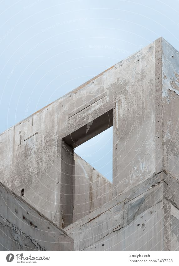 Der Türrahmen einer neuen Rohbaukonstruktion abstrakt Architektur Berlin Haushaltsplan Gebäude Business kaufen Großstadt Konzept Beton errichten Konstruktion