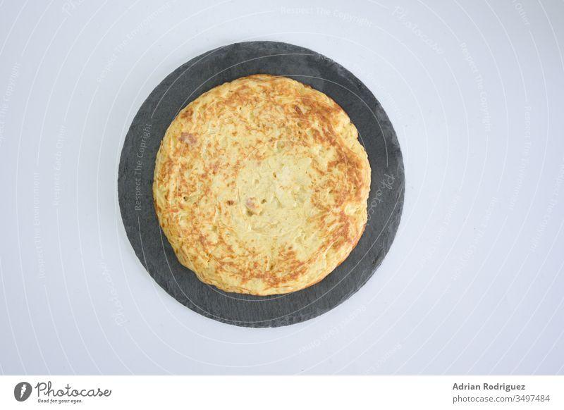Leckerer Kuchen mit Eigelb auf einem weißen Tisch geschmackvoll Lebensmittel süß Frühstück Mahlzeit Dessert traditionell Design lecker gebraten Kulisse Bäckerei