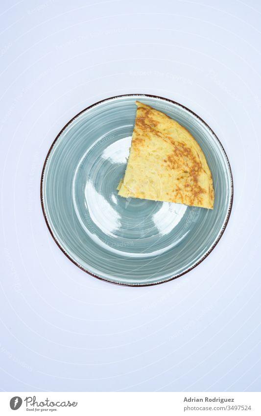 Leckerer Kuchen mit Eigelb auf weißem Hintergrund süß Lebensmittel Dessert Ikon Essen zubereiten lecker Symbol traditionell Feier Hähnchen Sammlung niedlich