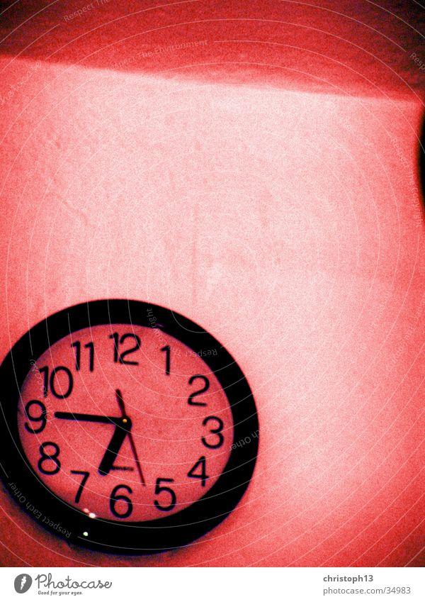 6:45 Zeit rot Uhr Wand Wanduhr Rest Kunst Kultur Schicksal Elektrisches Gerät Technik & Technologie Uhrenzeiger langguth Tod Leben endlichkeit Ende