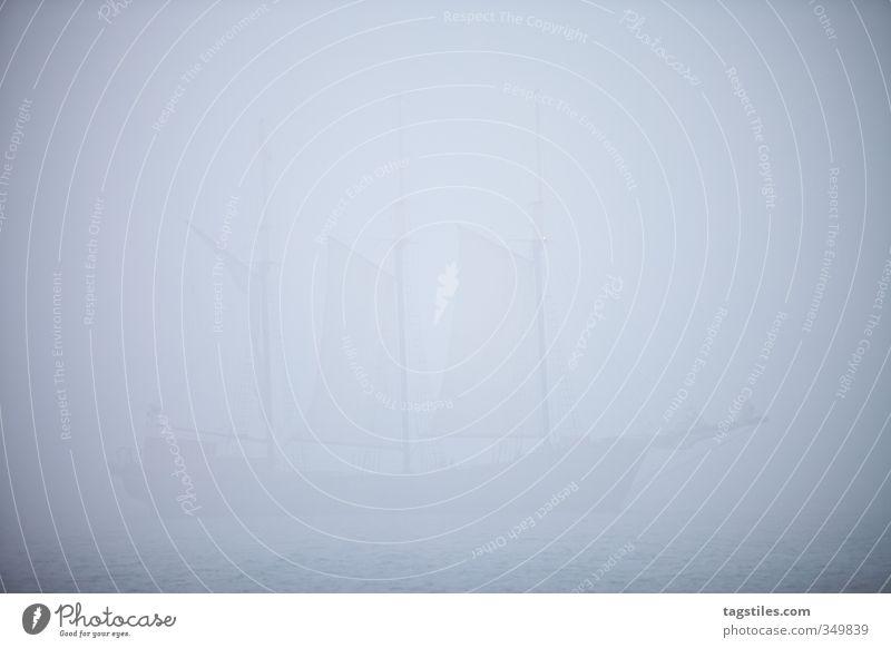 DAS GEISTERSCHIFF Geister u. Gespenster geisterhaft Irrlicht Spukschloss Wasserfahrzeug Seemann Pirat Nebel unklar Silhouette Kanada Toronto Lake Ontario Meer