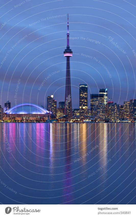 TORONTO Ferien & Urlaub & Reisen Stadt Reisefotografie Beleuchtung Stadtleben Hochhaus Turm Skyline Wahrzeichen Amerika Kanada Stadion Toronto Ontario CN Tower