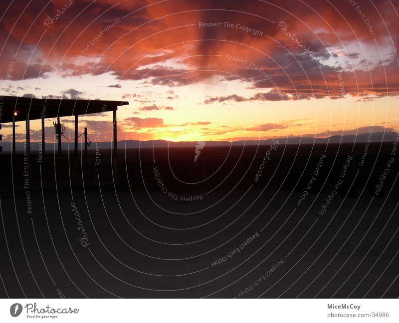 Sonnenuntergang rot Dach