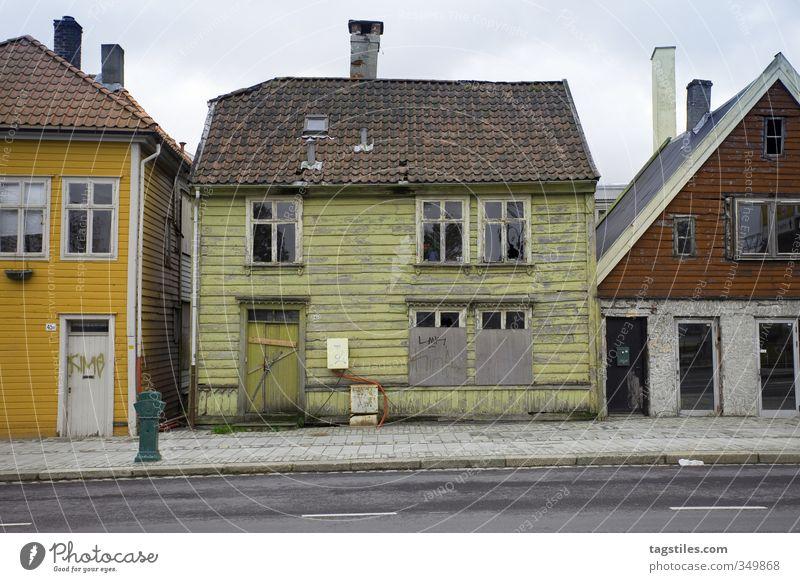 LEBKUCHENHAUS alt Stadt Haus Straße Architektur Stadtleben einzigartig Neigung Postkarte Verfall schäbig Ruine Nostalgie Märchen Norwegen Skandinavien