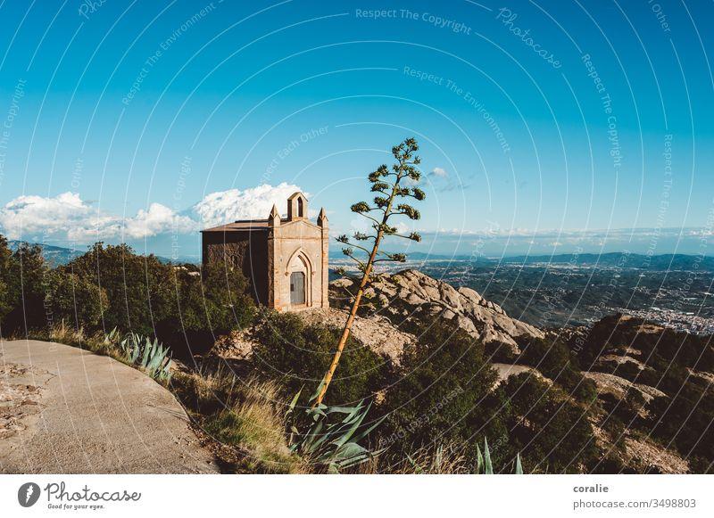 Kapelle auf einem Berg in Spanien Berghaus Kirche Berge u. Gebirge Gipfel Farbfoto Religion & Glaube Himmel Natur Landschaft Felsen Textfreiraum oben Hügel