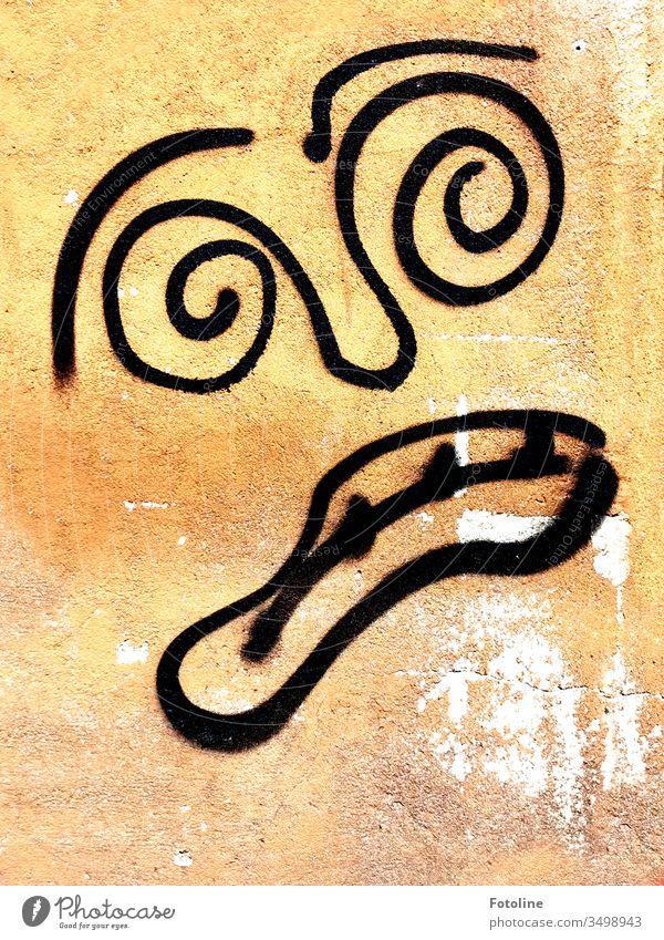 Entsetzen? Angst? - oder ein ängstliches oder entsetztes Gesicht, das mit schwarzer Farbe an eine Wand gesprüht wurde. sprühen Graffiti Menschenleer Mauer