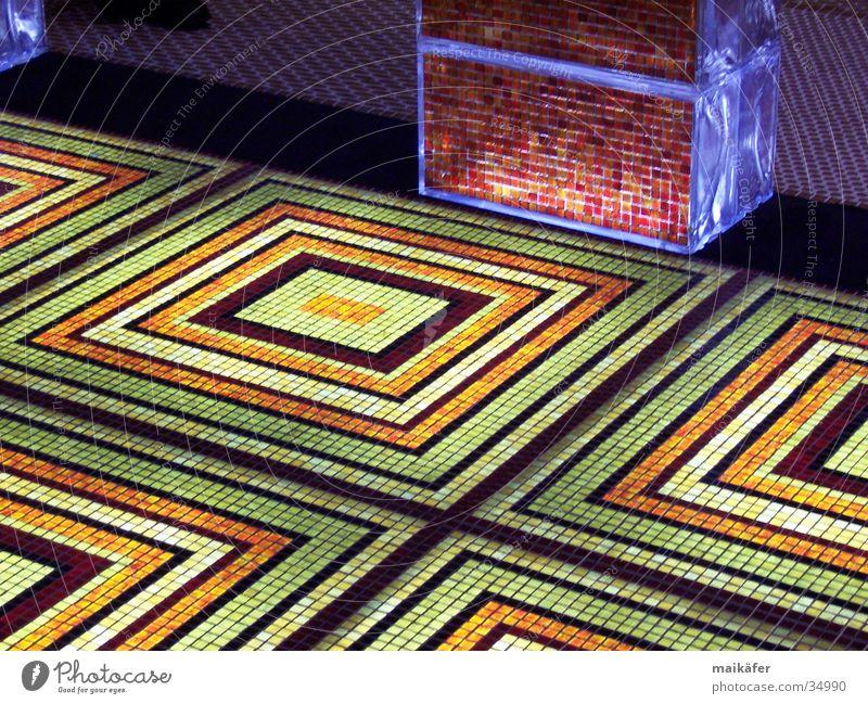 mal was anderes Mosaik Licht Beleuchtung Quadrat mehrfarbig grün rot Raster Glas edel Bodenbelag barun orange Kontrast Fugenkreuz Rücken