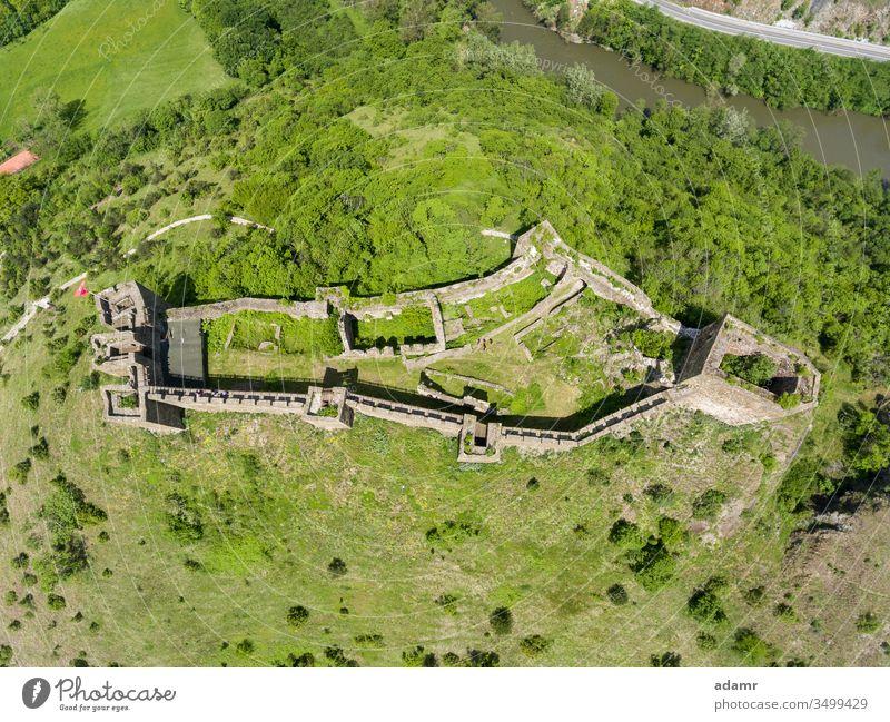 Maglic Castle, Festung aus dem 13. Jahrhundert, Kraljevo, Serbien Architektur Antenne Magisch Ibar Gebäude alt Tourismus Landschaft Ansicht reisen Europa Stadt