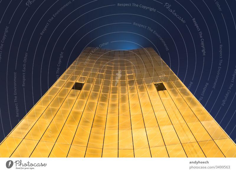 Der Blick nachts entlang des Axel-Springer-Gebäudes nach oben abstrakt Architektur Kunst axel Axelfeder axel springer haus axel-springer Berlin gebaute Struktur