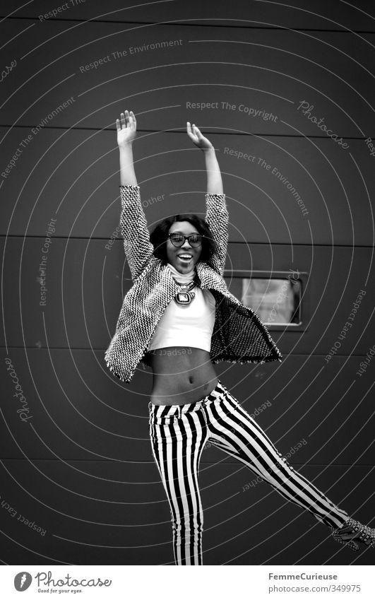 NYC Girl VIII feminin Junge Frau Jugendliche Erwachsene Bauch 1 Mensch 18-30 Jahre exotisch Freizeit & Hobby Freude Stadt bauchfrei sportlich groß Afro-Look