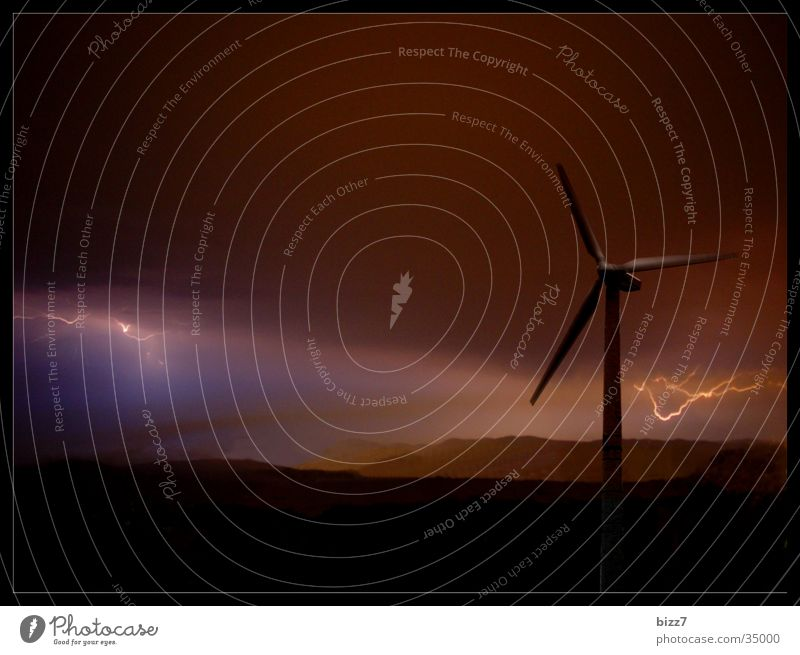 Energy Energiewirtschaft Windkraftanlage Blitze Unwetter Naturgewalt