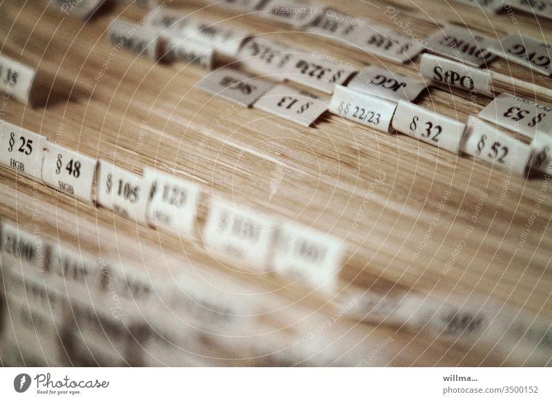 Paragraphenreiter Gesetzbuch Strafgesetzbuch Karteireiter Aktenreiter Tabreiter Reiter Kartenreiter Karteikartenreiter Registerkarte Buchseiten Lehrbuch
