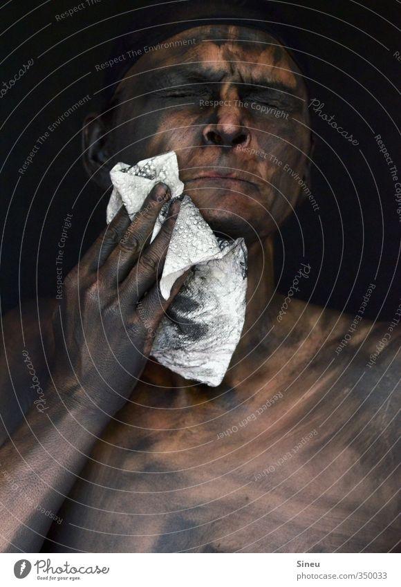Pfuih bäh! Mensch weiß Hand nackt schwarz Gesicht dunkel kalt Körper Haut dreckig Reinigen Sauberkeit gruselig Körperpflege Brust