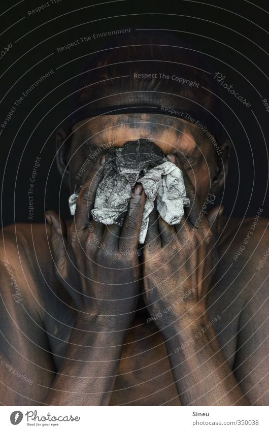 Badetag Mensch androgyn Haut Kopf Hand Finger Papier Taschentuch berühren Reinigen dreckig dunkel Ekel gruselig Krankheit nackt schwarz weiß Reinlichkeit