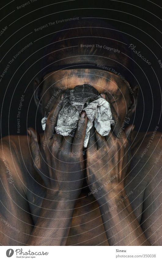Badetag Mensch weiß Hand nackt Einsamkeit schwarz dunkel Tod Kopf Haut dreckig Finger Reinigen Sauberkeit Papier berühren