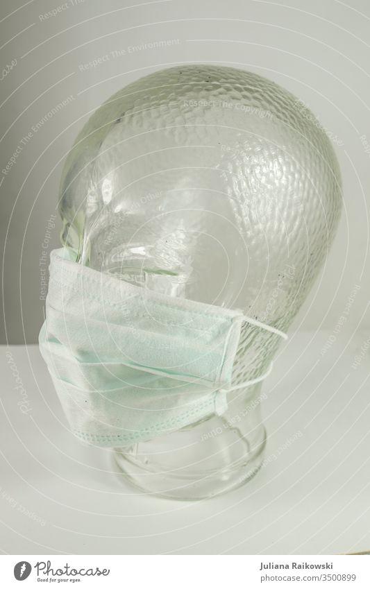 Glaskopf mit Atemschutzmaske Virus Mundschutz Krankheit Coronavirus Gesundheit Grippe Schutz Seuche Infektionsgefahr Corona-Virus Pandemie Ansteckend COVID